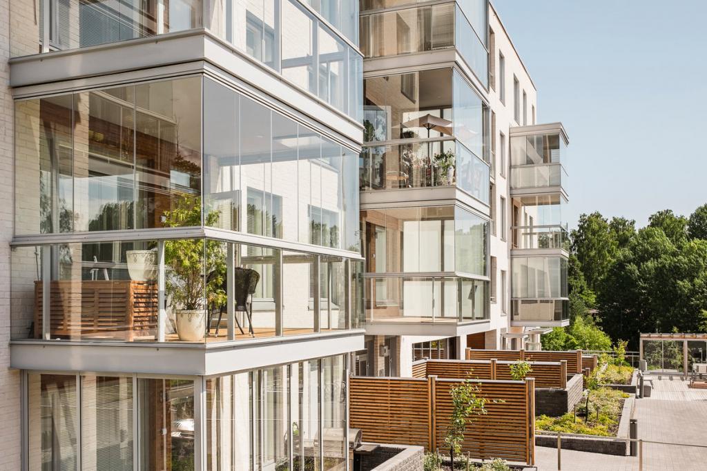 Стоит ли покупать алюминиевые окна на балкон?